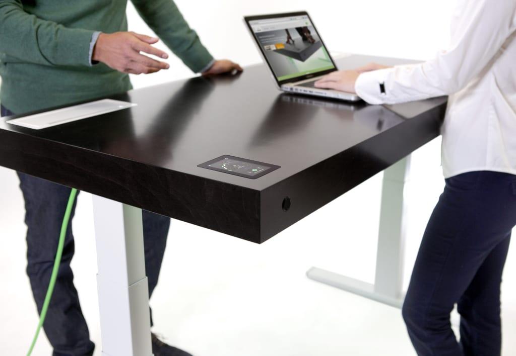 stir kinetic desk le premier bureau connect et. Black Bedroom Furniture Sets. Home Design Ideas