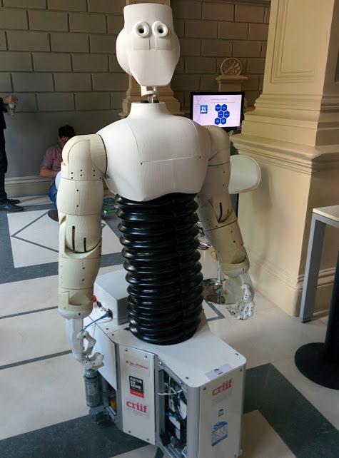 robot contrôlé par la pensée