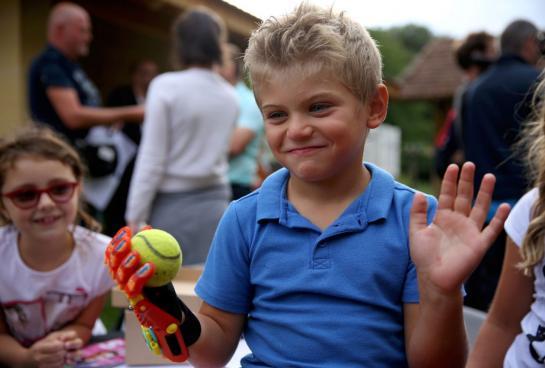 Maxence, 6 ans, va bénéficier d'une prothèse de main