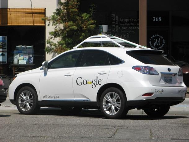 une voiture autonome de google d rout e par un cycliste. Black Bedroom Furniture Sets. Home Design Ideas