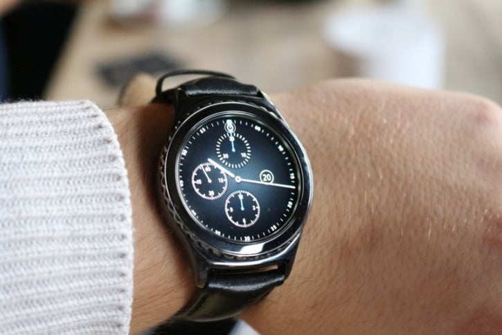 La montre Samsung Gear S2 portée
