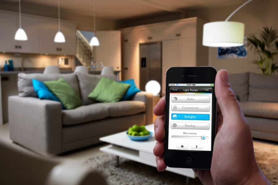 objets connectes lampe philips hue maison