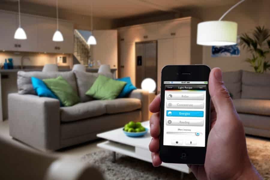 objets connectes lampe philips hue maison