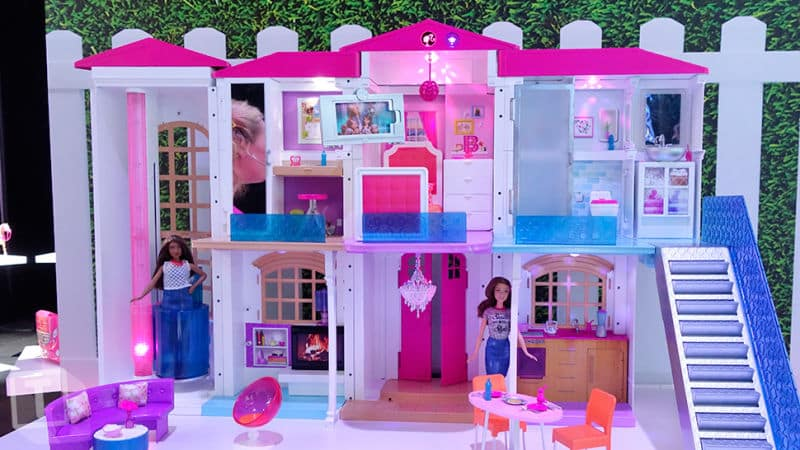 barbie aussi a droit sa maison connect e. Black Bedroom Furniture Sets. Home Design Ideas