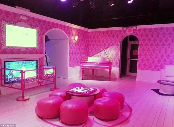 barbie aussi a droit sa maison connect e. Black Bedroom Furniture Sets. Home Design Ideas