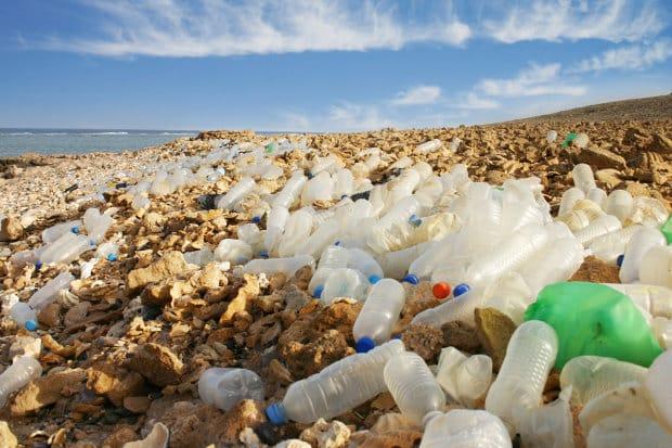routes en plastiques et déchets