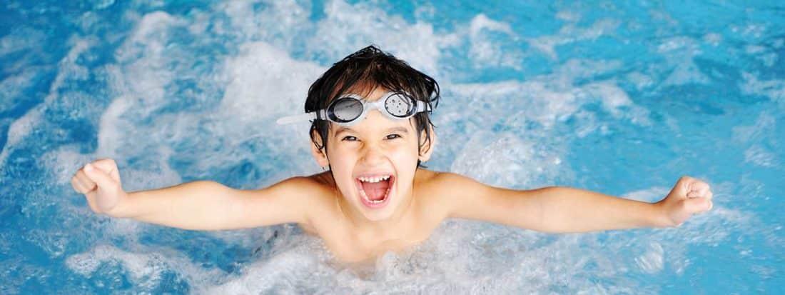 Blue l 39 analyseur de piscine connect pour une belle piscine for Objet connecte piscine