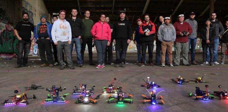 courses de drone pilotes et drones en ligne