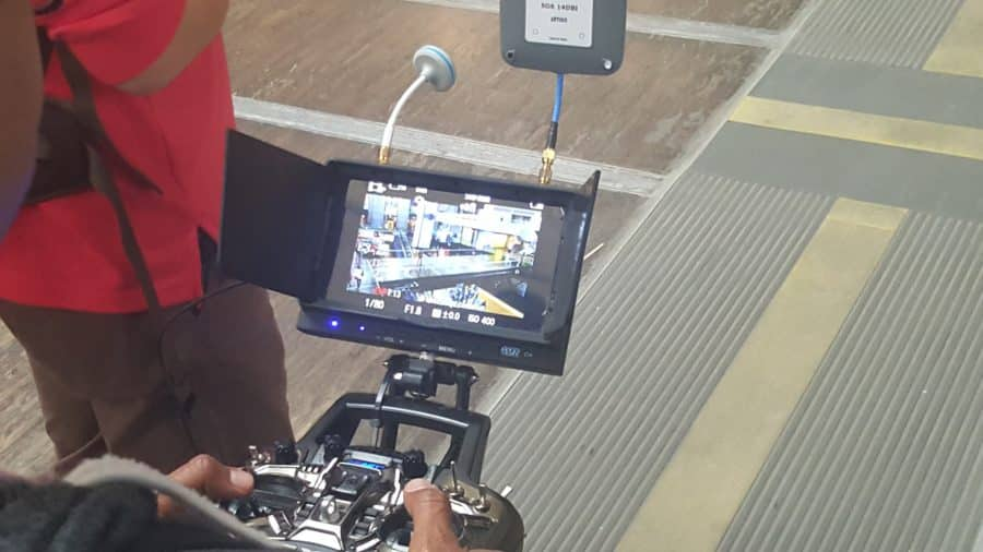festival droles de drones ecran controle dirigeable