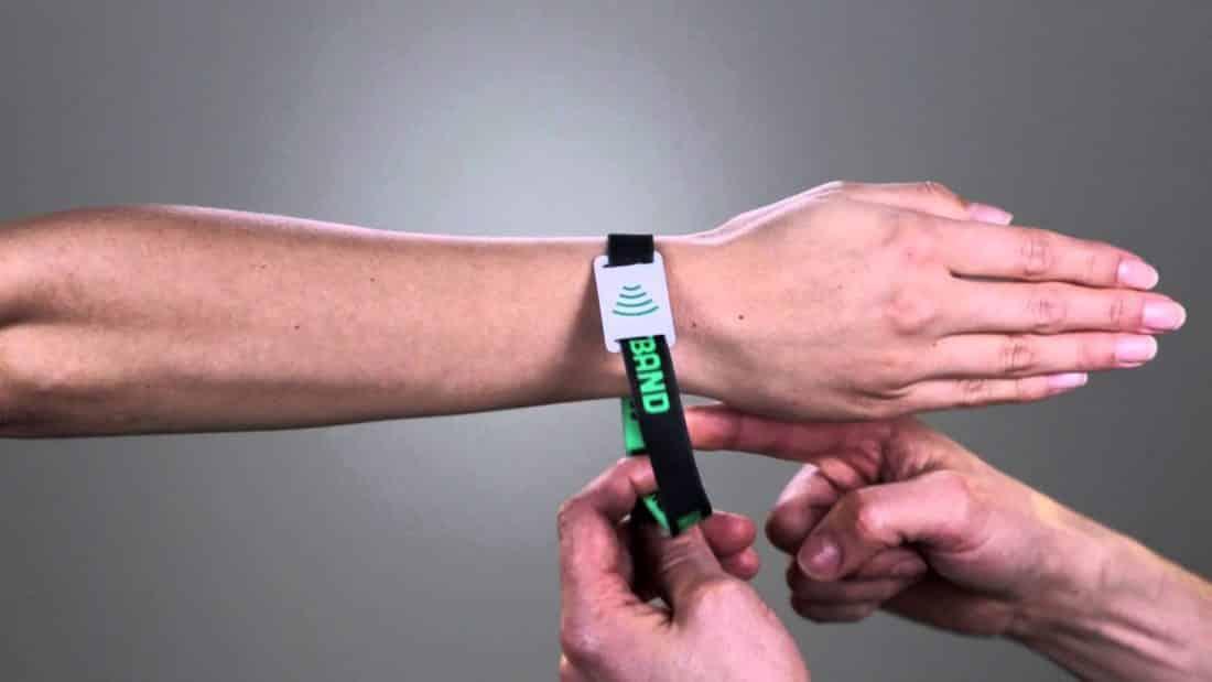 Cashless, le bracelet qui se répand sur les festivals