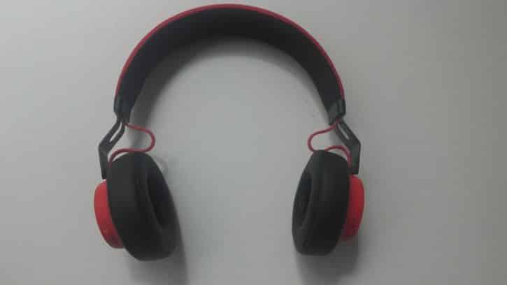 Le casque Jabra Move Wireless propose un design sobre et efficace.