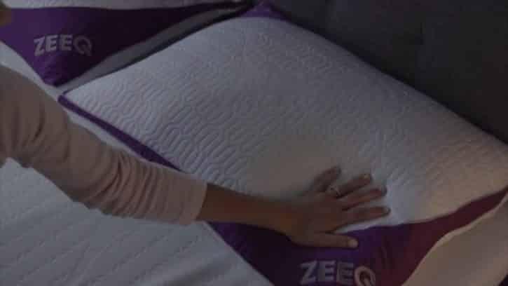 oubliez les ronflements avec l 39 oreiller connect zeeq. Black Bedroom Furniture Sets. Home Design Ideas