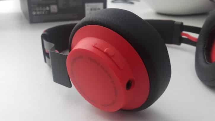 L'écouteur gauche du casque Jabra Move Wireless porte la bouton de gestion du son.