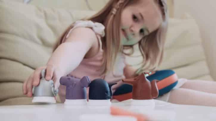 Le jukebox Jooki fonctionne grâce à de petites figurines qui représentent une chanson.