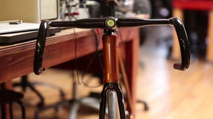 Le guidon Helios rend votre pratique du cyclisme plus sûre.