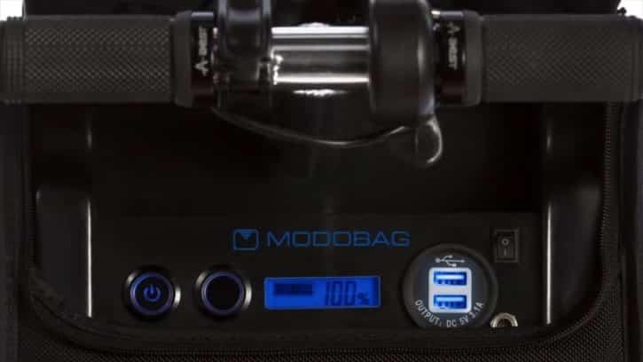 Modobag peut charger vos appareils.