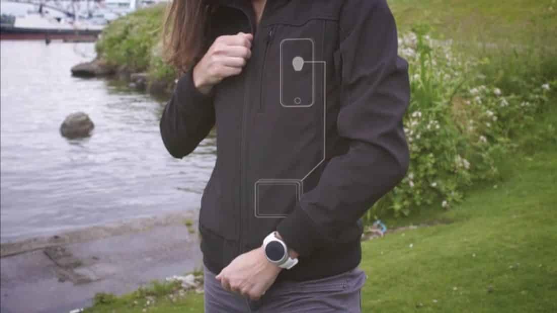La veste de Baubax permet de charger n'importe quel appareil connecté.