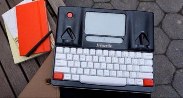 Faites un bond dans le passé avec la machine à écrire Freewriter