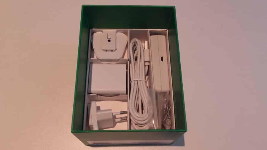 Les accessoires de l' Arlo Q Plus dans leur boîte