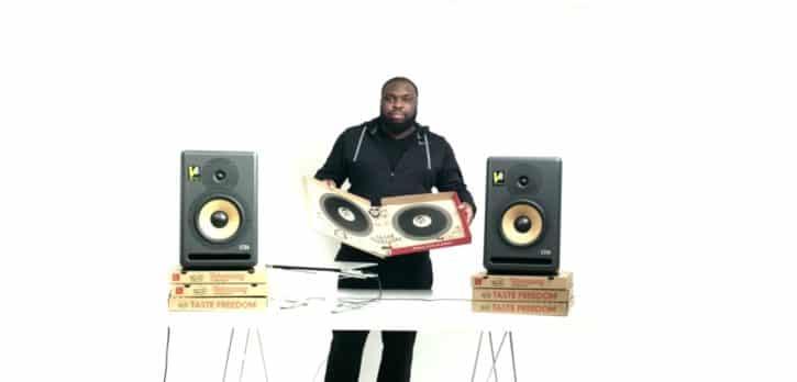 DJ pro utilise la boîte de pizza Pizza Hut