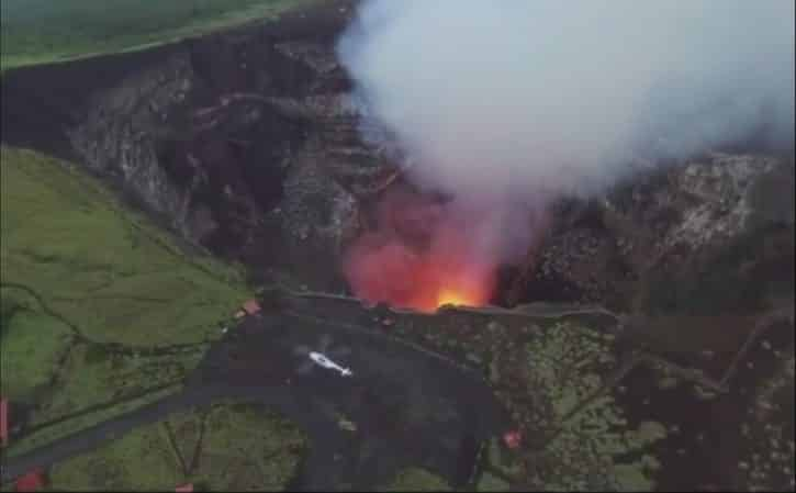 Vue éloignée du volcan connecté