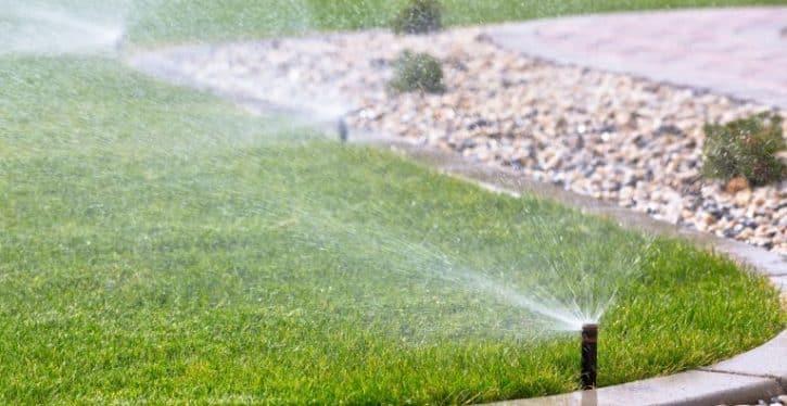 viracube un syst me d 39 irrigation connect pour votre jardin. Black Bedroom Furniture Sets. Home Design Ideas