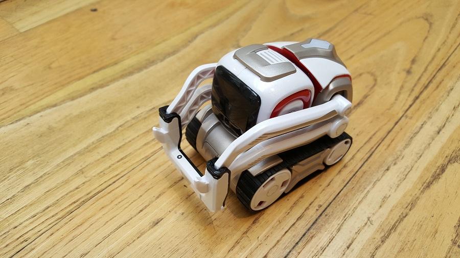 Unboxing Cozmo Anki robot vue trois quart