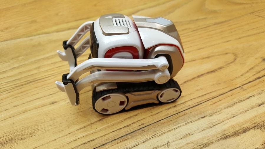 Unboxing Cozmo Anki robot vue gauche