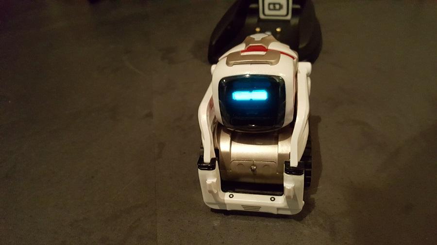 Anki Cozmo robot compagnon éveil