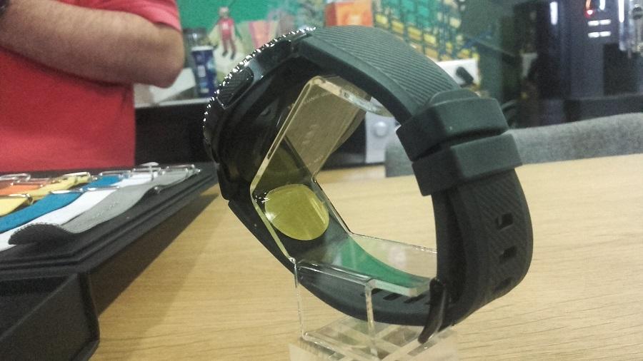 Samsung Gear S3 vs Gear S2 Frontier arrière