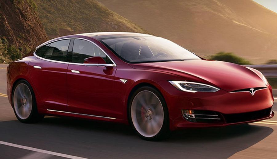 Tesla mise à jour autopilote fonctionnalités autonomie conduite assistée