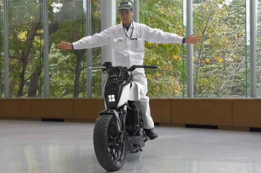 Honda CEs 2017 moto auto equilibre semi autonome