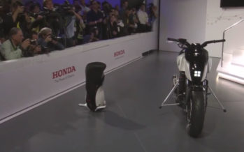 CES 2017 : la moto semi-autonome Honda qui s'équilibre seule fait sensation