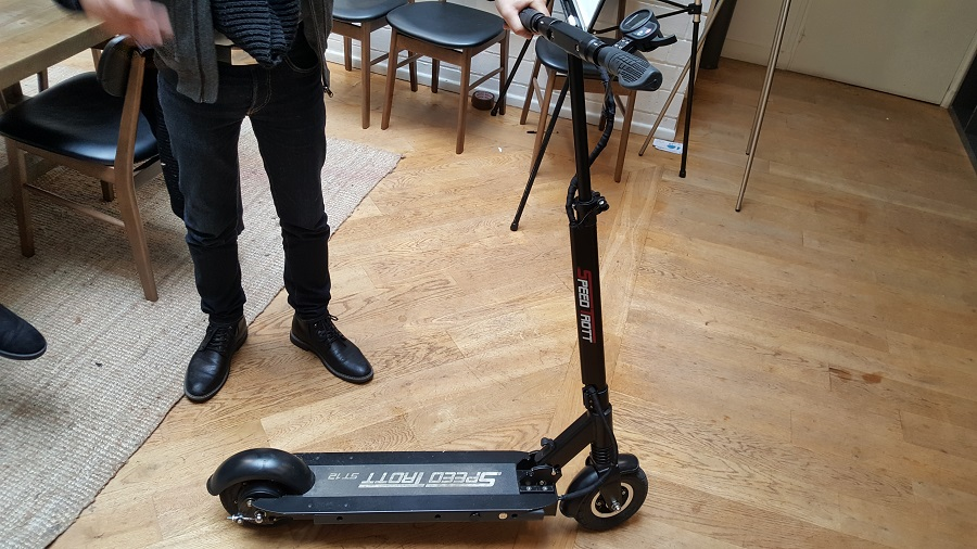 speedtrott st12 test trottinette électrique design et ergonomie de côté