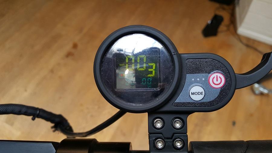 speedtrott st12 test trottinette électrique design et ergonomie compteur kilomètres
