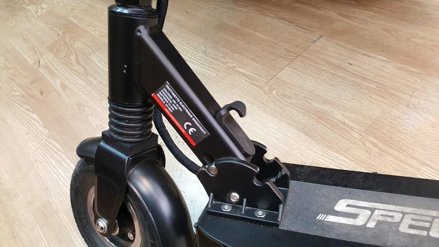 speedtrott st12 test trottinette électrique design et ergonomie mécanisme plier