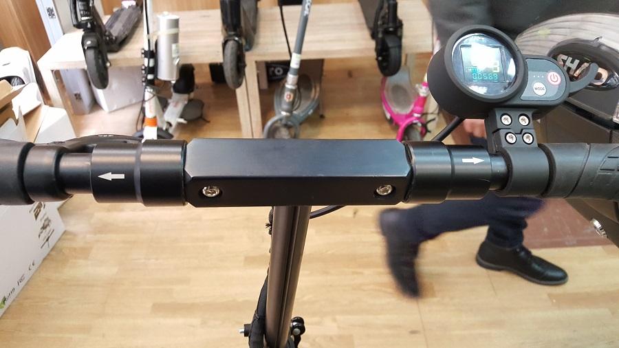 speedtrott st12 test trottinette électrique design et ergonomie guidon déplié