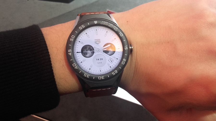 Tag Heuer Connected Modular 45 intel android 2.0 au poignet cadran