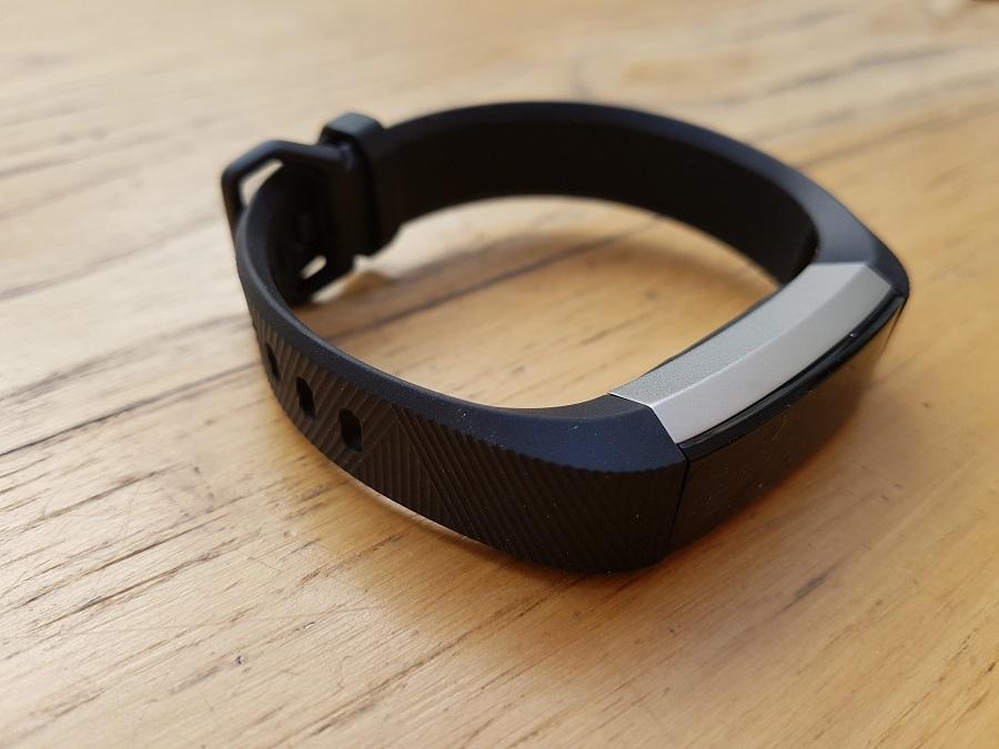 test fitbit alta hr design ergonomie côté