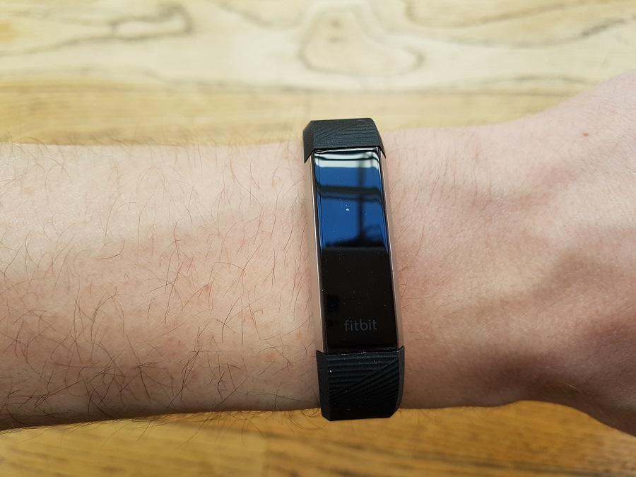 test fitbit alta hr design ergonomie poignet
