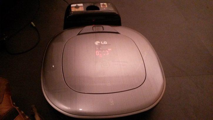LG Hom-Bot Turbo plus Design et Ergonomie vue de face