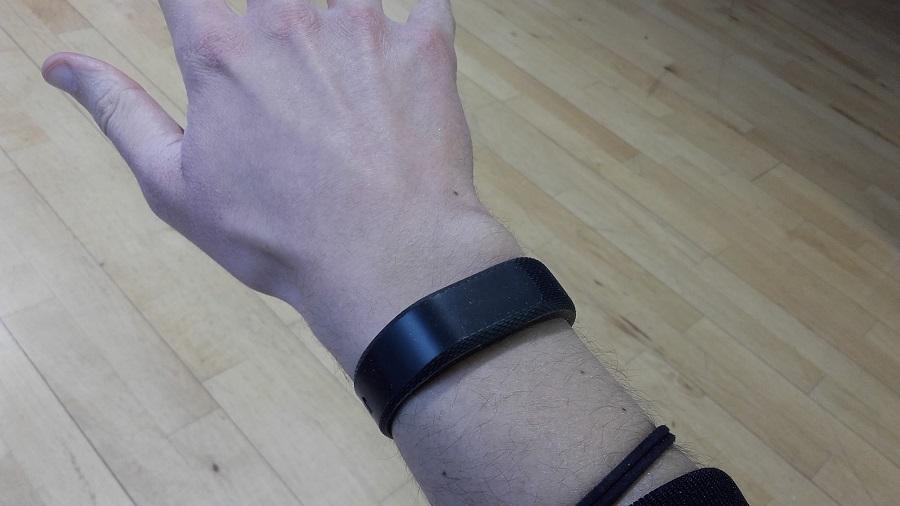 test garmin vivosmart 3 bracelet connecte design au poignet ecran