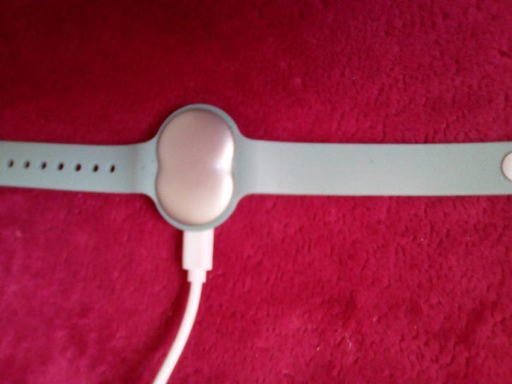 Bracelet AVA Design et Ergonomie charge du tracker