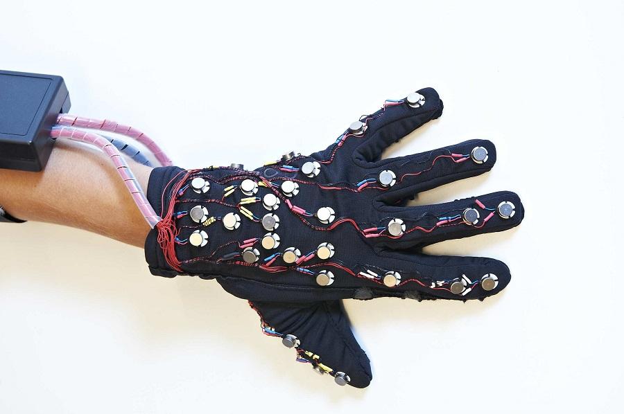 mobile lorm glove surdité