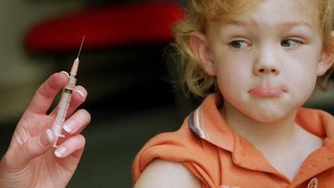 Réalité virtuelle contre la peur des piqûres aiguilles injections vaccin