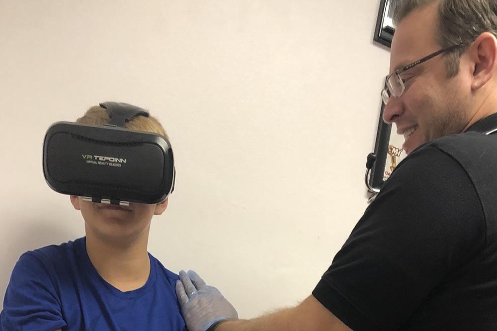 Réalité virtuelle contre la peur des piqûres aiguilles
