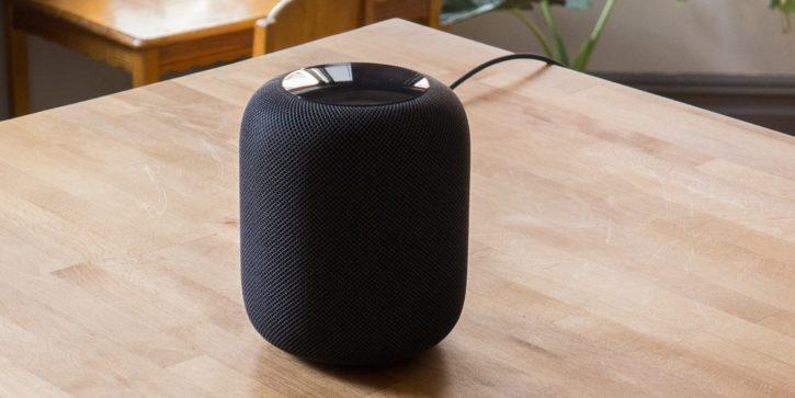 HomePod Noir sur table en bois