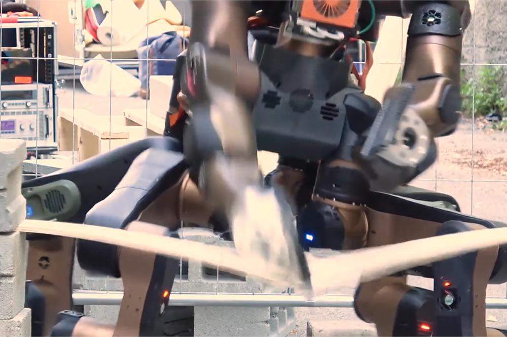 Robot sauveteur centaure karateka