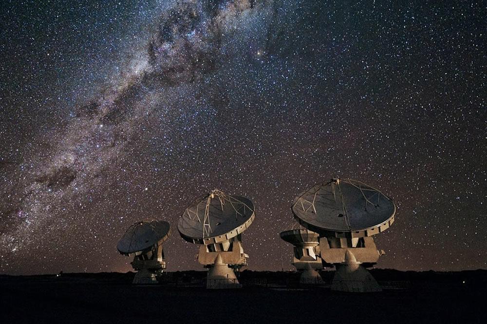 Intelligence artificielle détecte signaux radio dans l'Espace