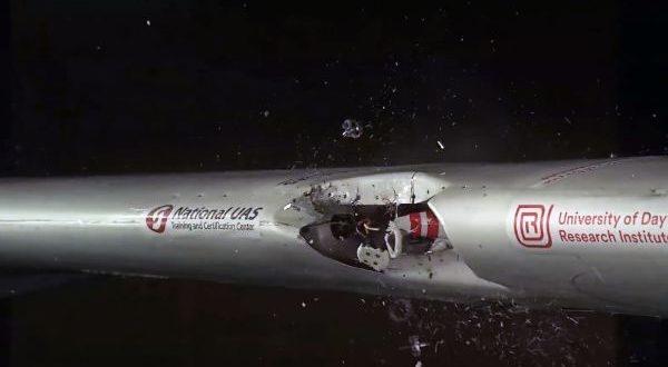 Terrorisme : voici ce qui se passera si un drone percute votre avion (vidéo)